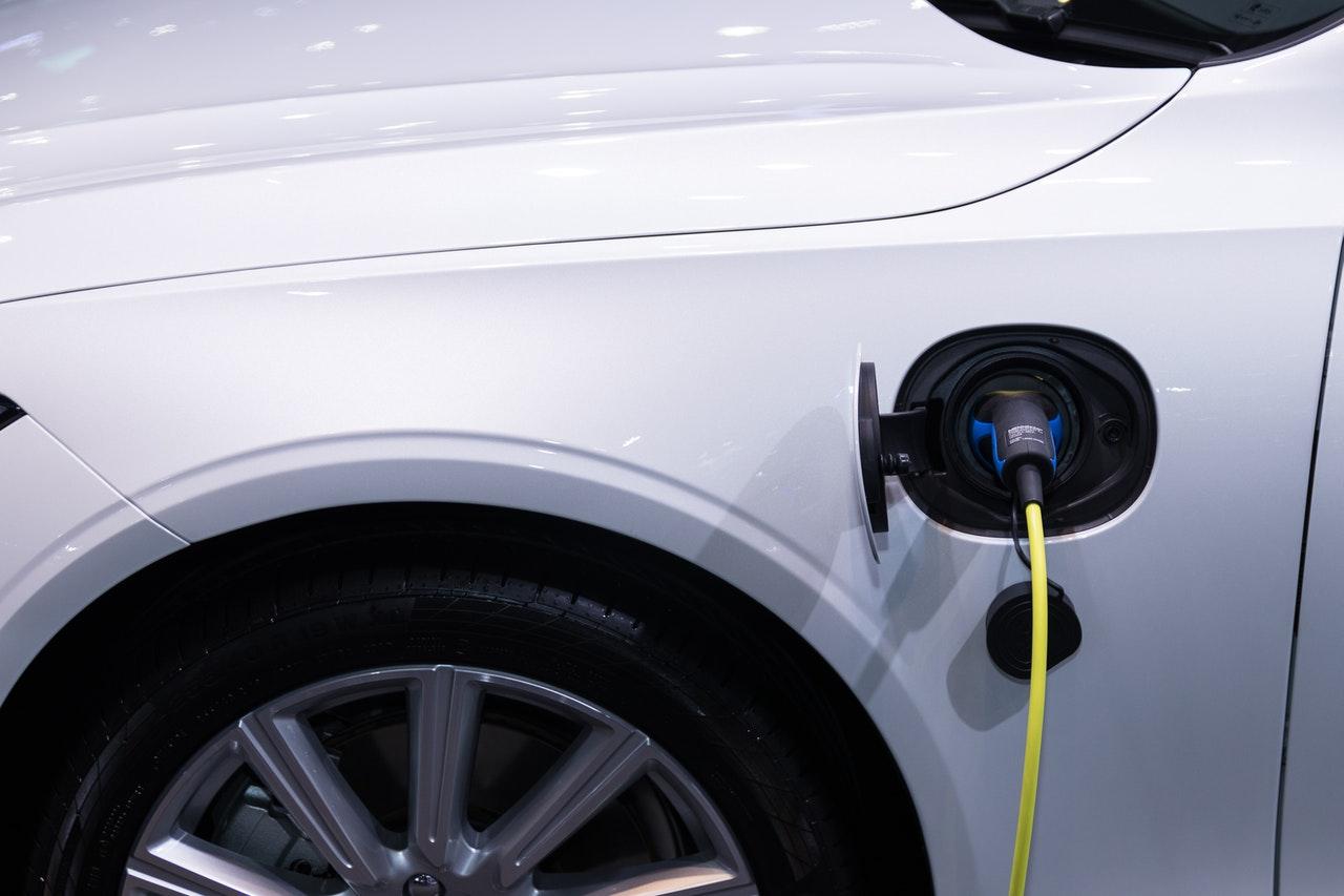 De voor- en nadelen van elektrisch rijden